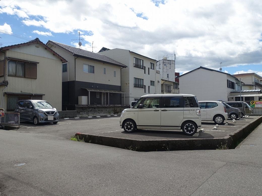 ■ 高知市愛宕山南町/駐車場
